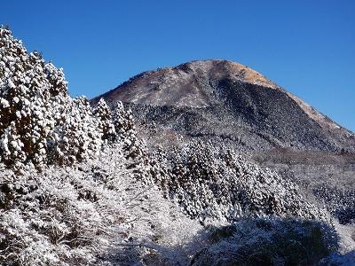 雪化粧した矢倉岳
