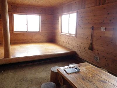 120422避難小屋の中