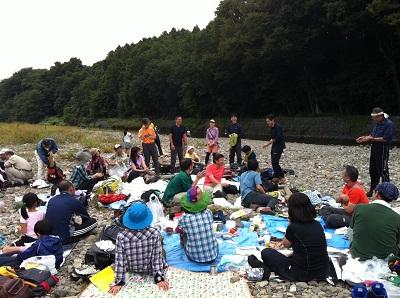 20121014巾着田の河原で交流会