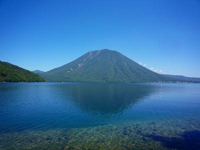 男体山 (中禅寺湖南岸から)