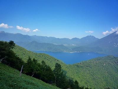 「社山」の山頂付近から望む戦場ヶ原