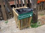 竹のゴミ箱。