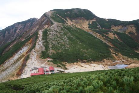 双六登山道から双六小屋を見下ろす
