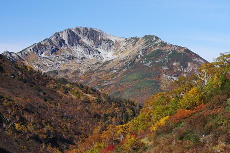 黒部源流から見る紅葉の黒部五郎岳