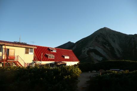 三俣山荘前