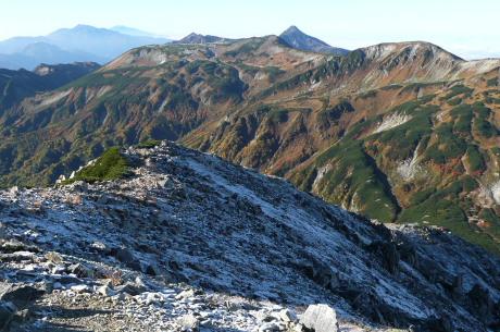 鷲羽岳山頂から南を望む