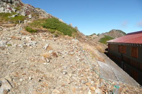 水晶小屋前の登山道