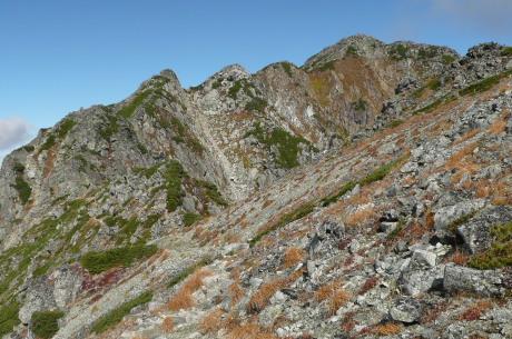 水晶岳山頂部の岩峰