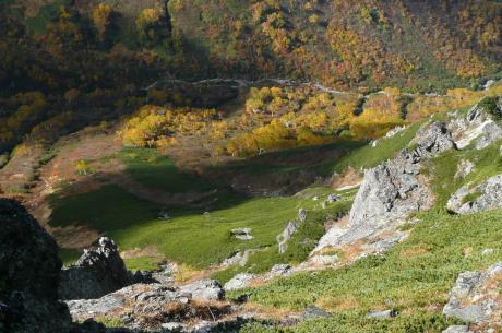 岩苔小谷を見下ろす