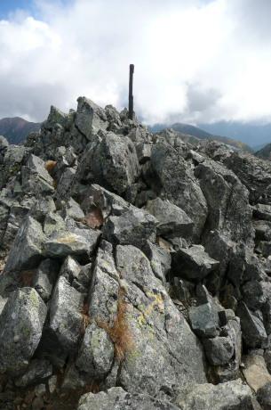 水晶岳山頂の様子