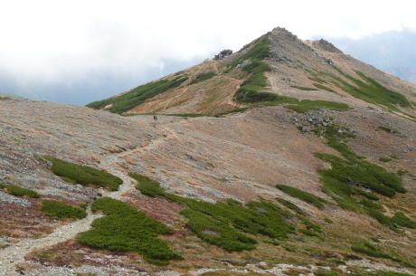 下山時の水晶岳稜線