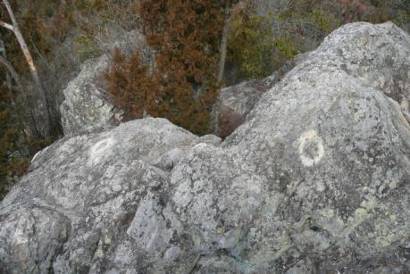 岩のしるし