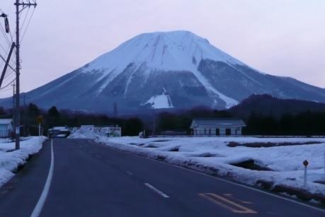 溝口近くから見る伯耆大山