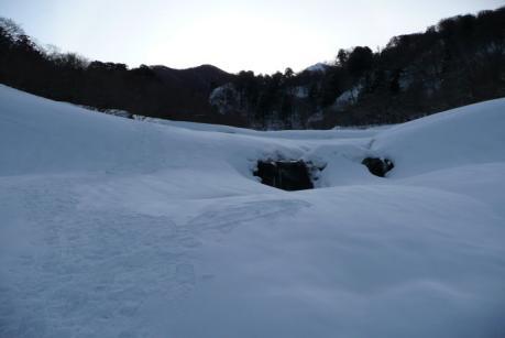 雪に埋もれた元谷