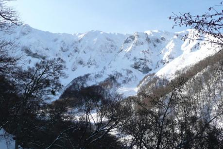 林道から見た北壁