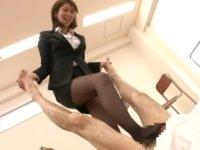 美人痴熟女教師の蒸れ蒸れ黒スト美脚責め生徒指導