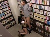 図書館で逆痴漢 スケベな痴女にフェラ抜きされる!