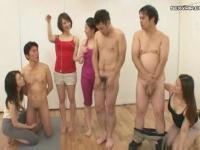 ドM男子たちを性的に辱める方法満載な人妻さんたち4人組!