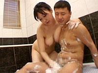 爆乳ママがお風呂でチンポを泡だらけにして洗ってくれます!