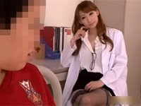 セクシーな網タイツで生徒を誘惑する保健室の先生 蓮実クレア