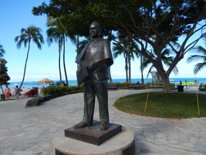ハワイ2013.7ワイキキビーチ・プリンスクヒオ像