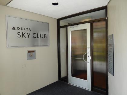 ハワイ2013.7ホノルル空港デルタ航空ラウンジデルタスカイクラブ入口