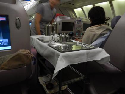 ハワイ2013.7チャイナエアライン機内お茶サービス