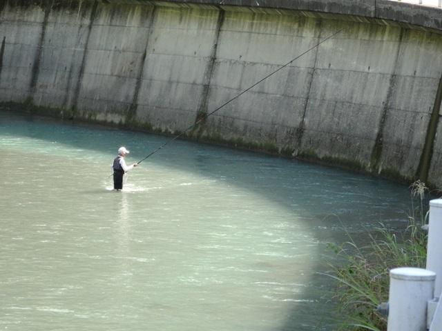 201409081423平山釣り人