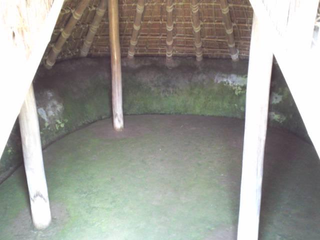 竪穴式住居内部