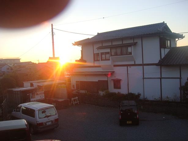 家の窓から初日の出