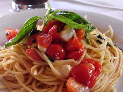 トマトとバジルとモッツァレラ