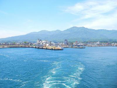 写真キャプション=佐渡の両津港を出るときに見た金北山(1,173m)をはじめとした「大佐渡山脈」