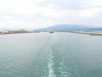 写真キャプション=直江津港から佐渡へ向けて出でいく船上からの風景