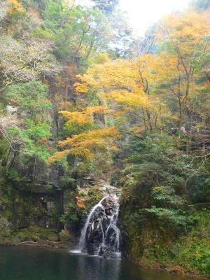 写真キャプション=全部で48の滝が見事な風景を創り上げる