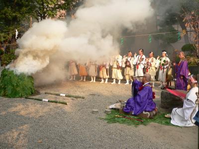 事務所の近くの神社で行なわれていた修験道の祈祷会