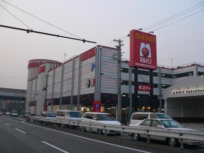 「マルハンメガシティ堺」(大阪府堺市西区)、1072台(P=800台、S=272台)、08年3月オープン