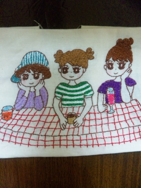 刺繍3人の女の子アップ