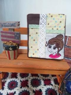 女の子刺繍カードケース
