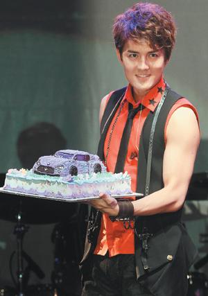 こちらケーキでございます