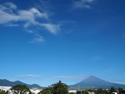 夏空に富士山