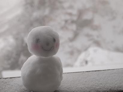 可愛い雪だるまに迎えられて
