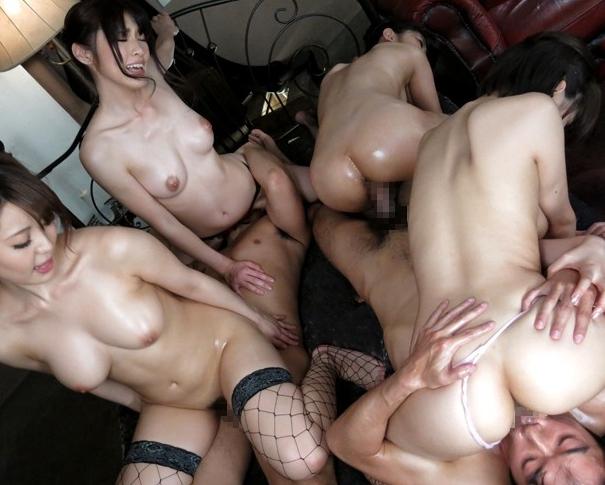 巨乳に美脚という最強BODYの痴女達と大乱交の網タイツ着衣SEXの脚フェチDVD画像2