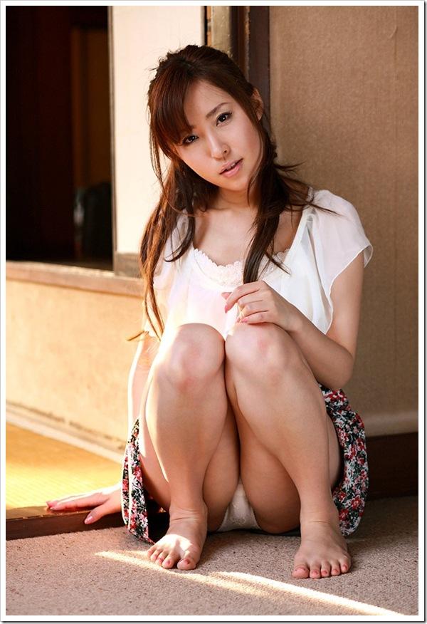 【ミニスカートからパンチラ】OL女性の脚線美おまんこ