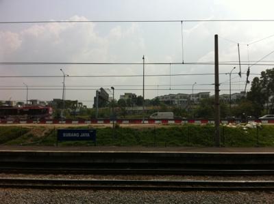スバン駅前は建設ラッシュ。代表的な新興住宅地です