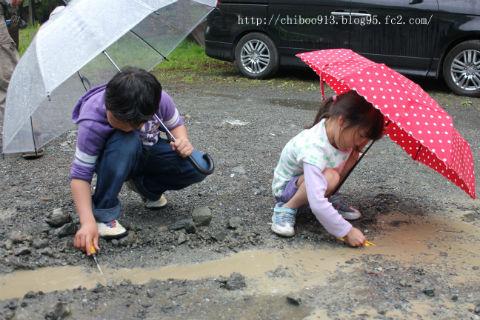 キャンプ雨