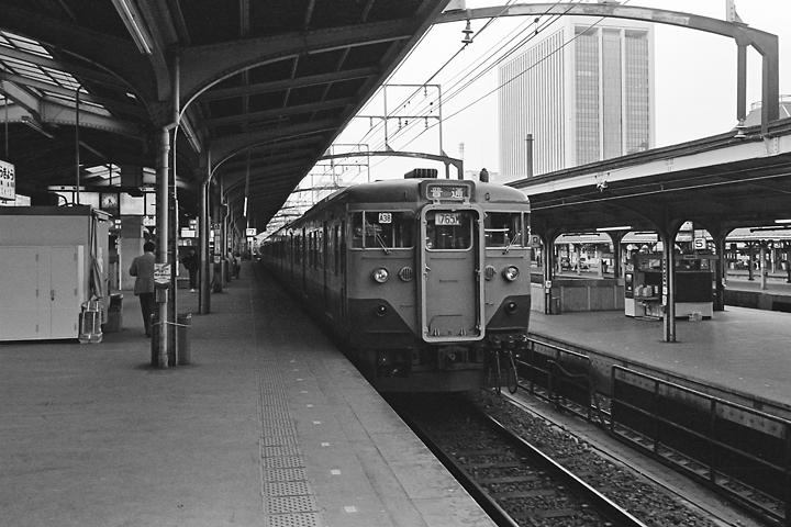 600403東京駅_東海道本線113系普通列車