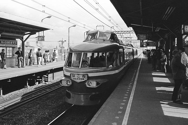 600403登戸駅_3100系ロマンスカーはこね1