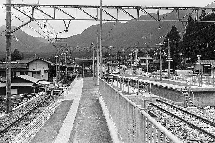 198603新藤原駅ホーム_03