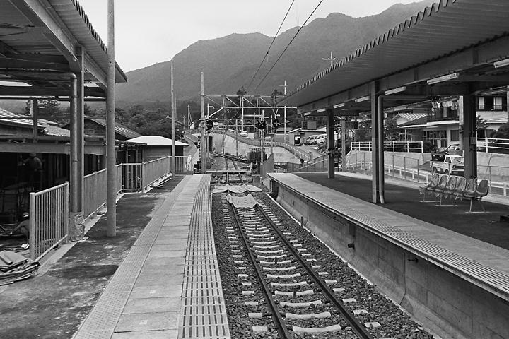 198603新藤原駅ホーム_05