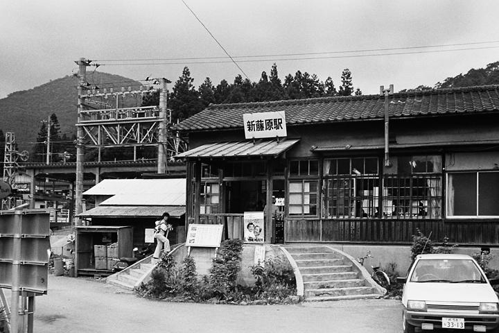 198603新藤原駅旧駅舎_05